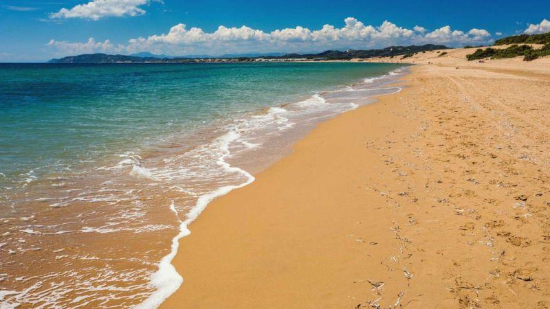 Agios Georgios tengerpartja, a barnahomokos Issos