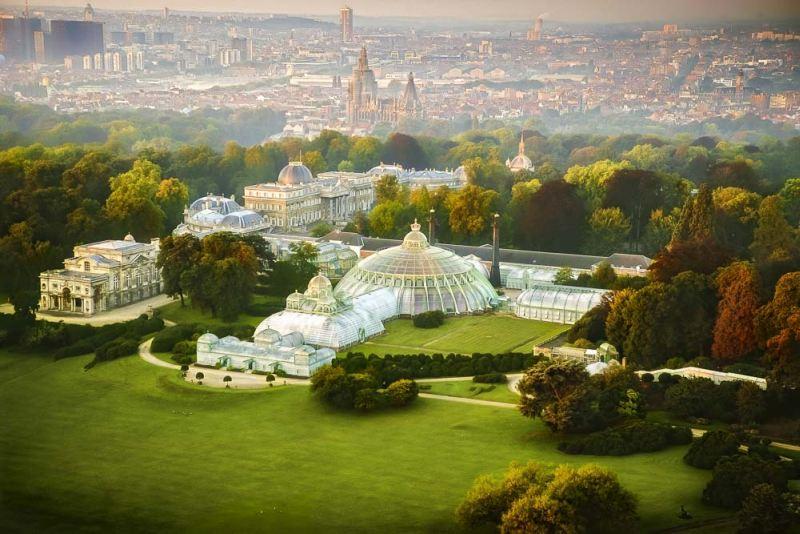 A királyi kastély és parkja fentről is gyönyörű