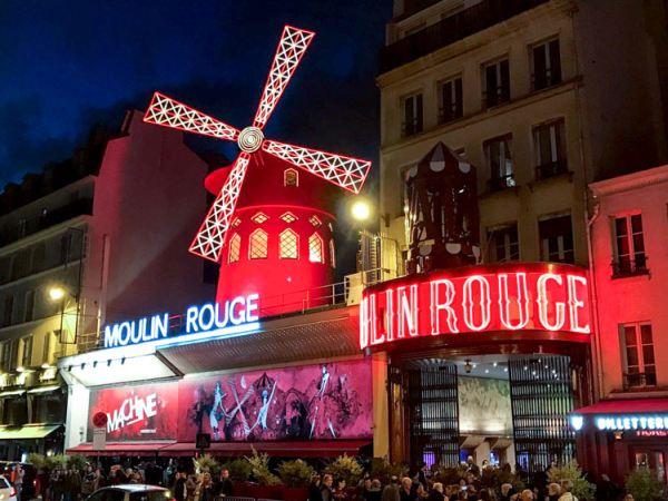 Moulin Rouge kívülről