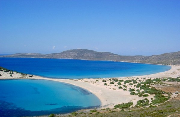 A Simos Beach egy kis apró szigeten található