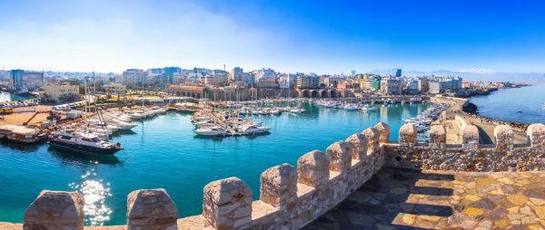 Gyönyörű a kilátás a Rocca a Mare erődből