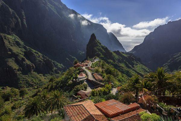 Maga a falu is gyönyörű, de az odavezető út igazi kaland!