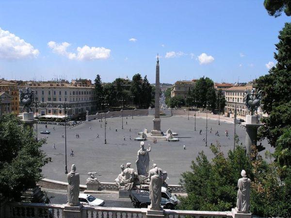 A Piazza del Popolo, középen az obeliszk
