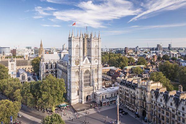 A Westminster apátság koronázó helyszín és híres emberek nyughelye is egyben