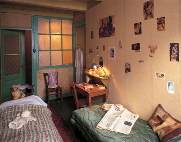 Anne Frank egy nácik elől rejtőzködő lány volt