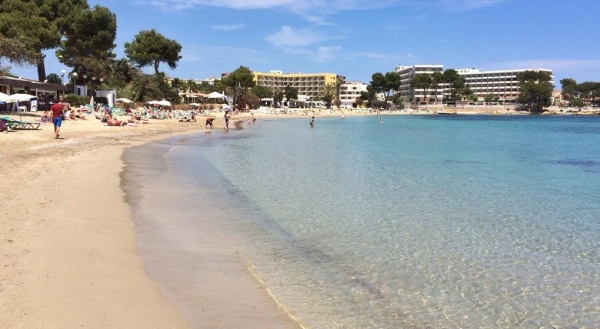 Es Canar sekély tengerpartja