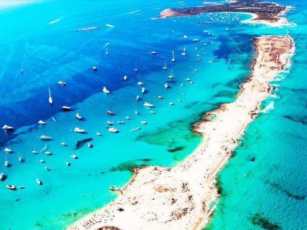 Ibiza látnivalók kötelezője Formentera szigete és az Illetes tengerpart