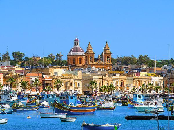 Marsaxlokk a színes halászhajókról is nevezetes - Málta utazás egyik fő pontja