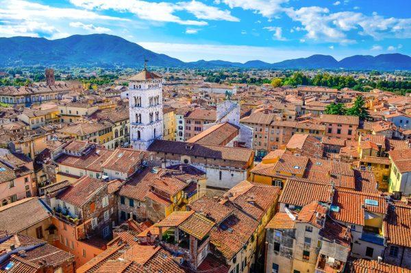 """Lucca a """"száz templom városa"""""""