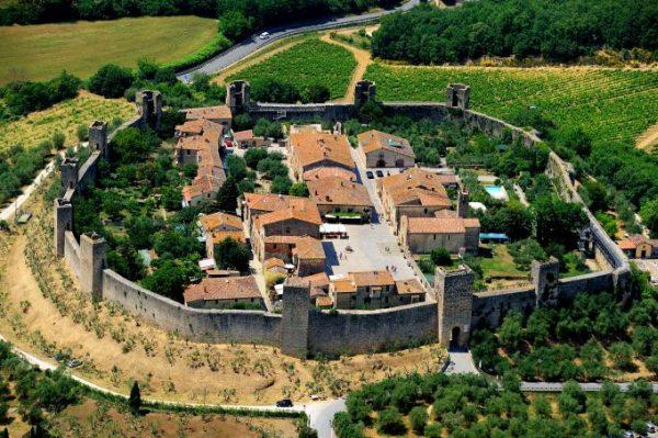 Sienába menet álljunk meg ennél a várnál