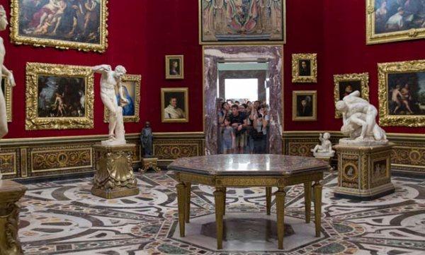 Fantasztikus festmények és alkotások láthatók az Uffizi-ben