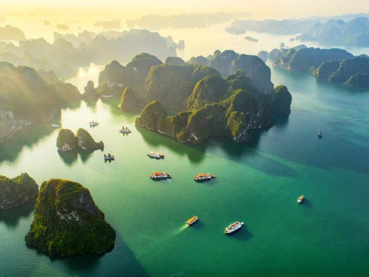A tengerből kiemelkedő mészkősziklák csodás tájat hoztak létre