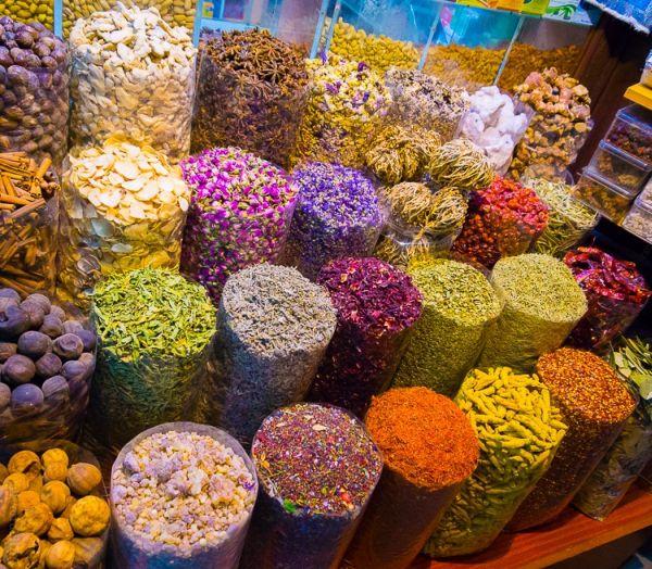 A fűszerpiacon mindenféle fűszer megtalálható
