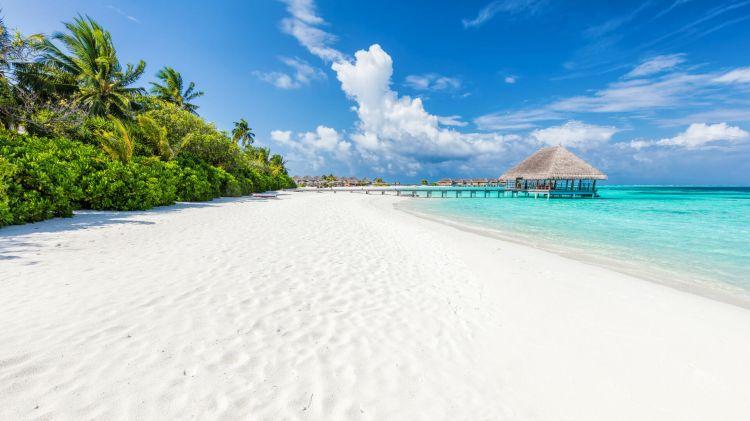 Maldív-szigeten szinte mindenhol fehér homokos tengerpart vár
