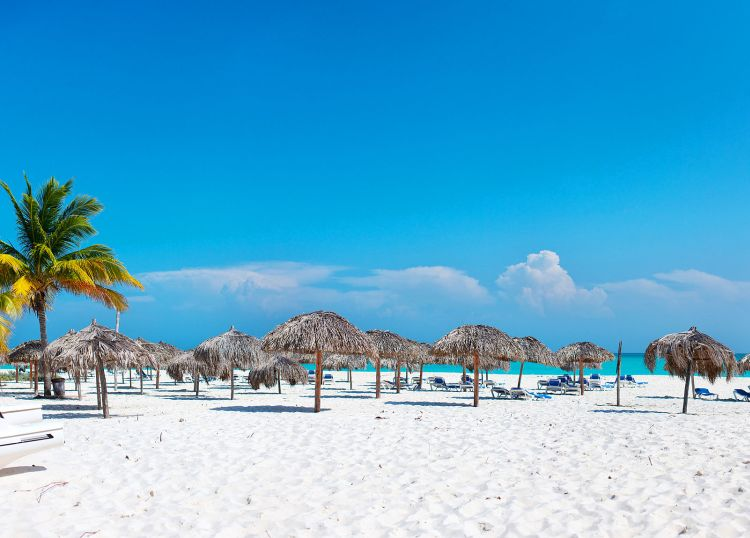 A hosszú Playa Paraiso Kuba egyik szigetén található