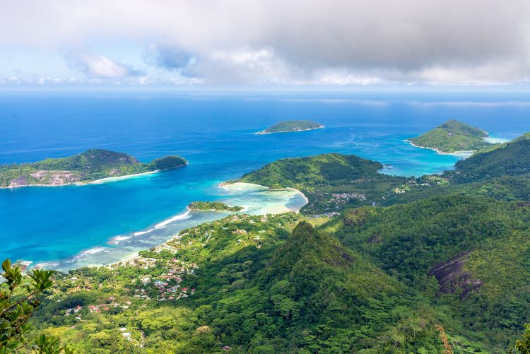 A Seychelle-szigeteken nemcsak tengerpartozni lehet ám