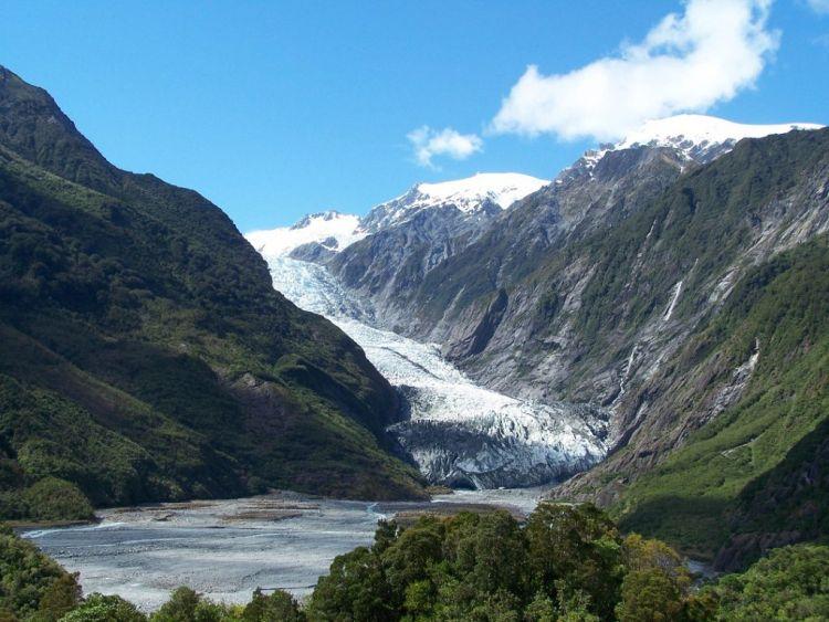 A gleccser lábához el lehet sétálni