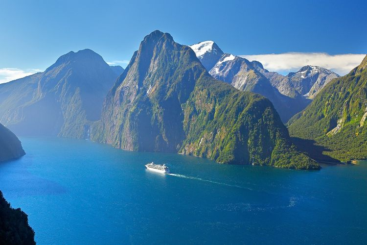Új-Zéland egyik leghíresebb látnivalója a Milford Sound