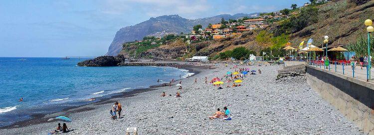 Madeirán sok kavicsos strand van
