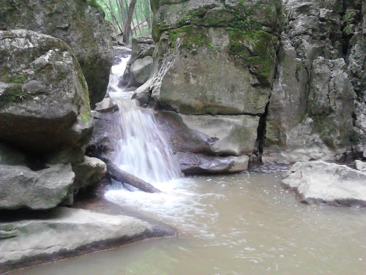 Fentről még szebb a zuhogó patak látványa