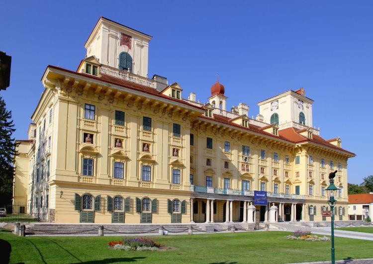Kismarton leghíresebb látnivalója az Esterházy-kastély