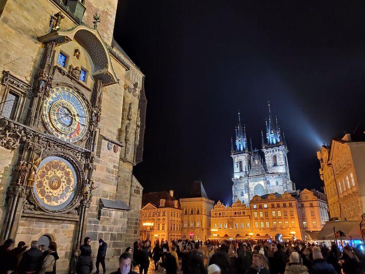 A Tyn templom és az Orloj óra Prága jelképei