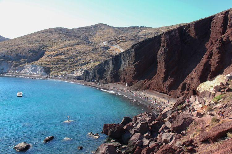 A vörös sziklák miatt felkapott tengerpart