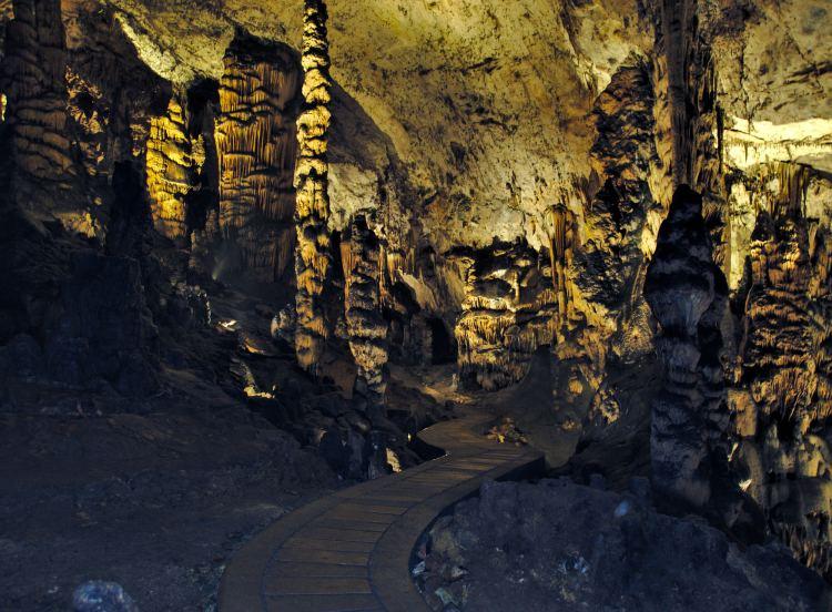 Az aggteleki barlang Magyarország legszebb ilyen jellegű látnivalója