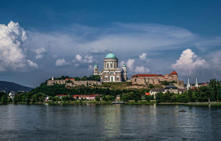 A bazilika Európa egyik legnagyobb székesegyháza