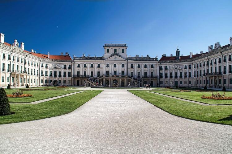 A fertődi kastély méltán szerepel hazánk legszebb helyei között