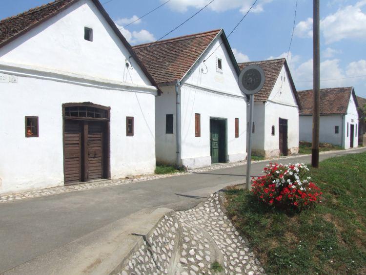 A délen lévő falu pincesora nagyon hangulatos
