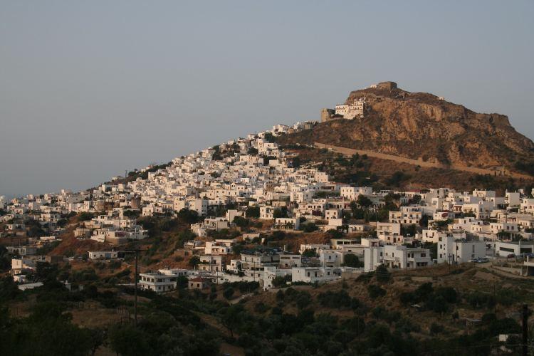 Skyros városa a vár alatt