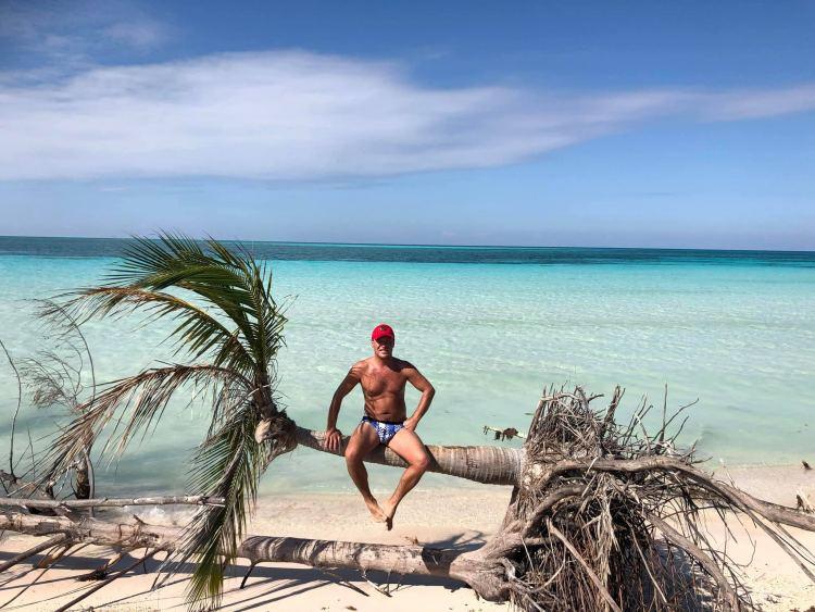 Cayo Juitas beach: Vinalesből 2 óra autokázva 20 peso retur háztól házig. 6-7 óra aktív pihenés, de megéri az utazás