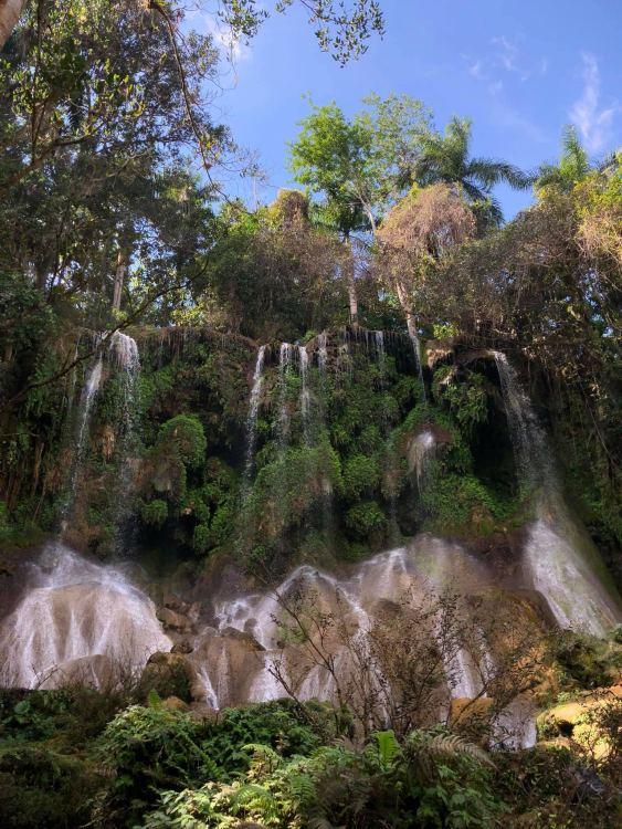 Cienfuegos és Trinidad közben a El Nicho vízesés