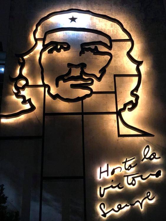Havanna, a forradalom téren - Che Guevara arcképe. Érdemes este is arra járni, mert van hangulata.