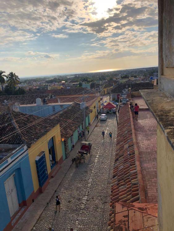 Trinidad autentikus utcái és a naplemente