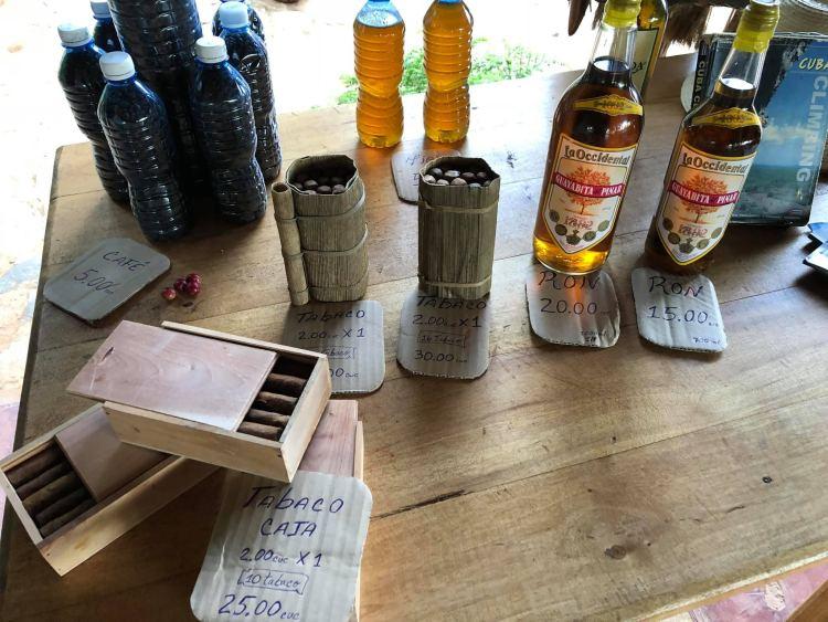 Vinalesben szinte mindenki rummal szivarral vár, hogy kostólj, majd vegyél