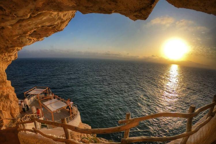 """Menorca látnivalók egyike ez a """"barlangbár"""""""