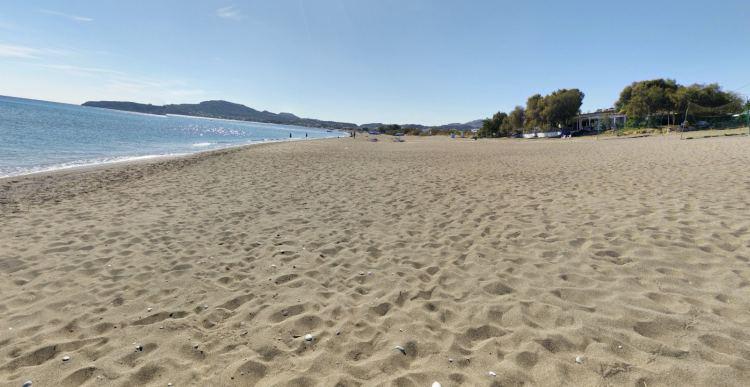 Rodosz leghosszabb homokos tengerpartja Falirakiban van