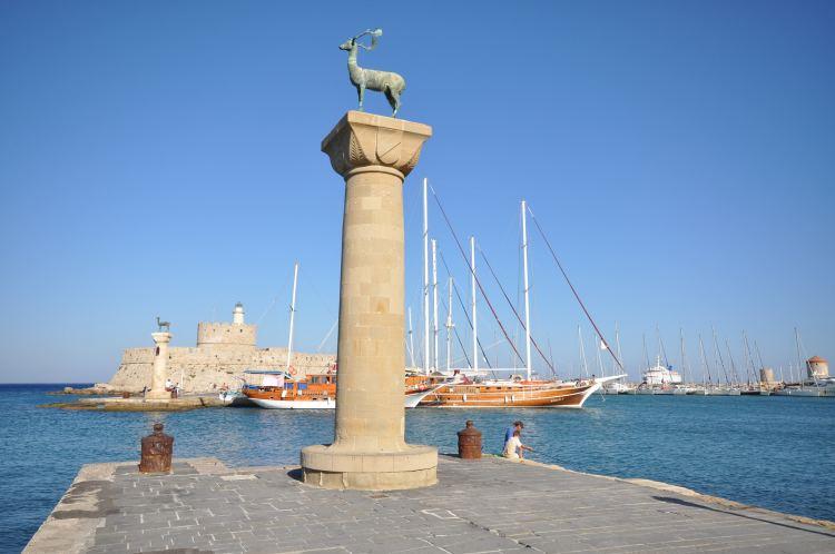 Feltételezések szerint a szobrok helyén állt a rodoszi kolosszus