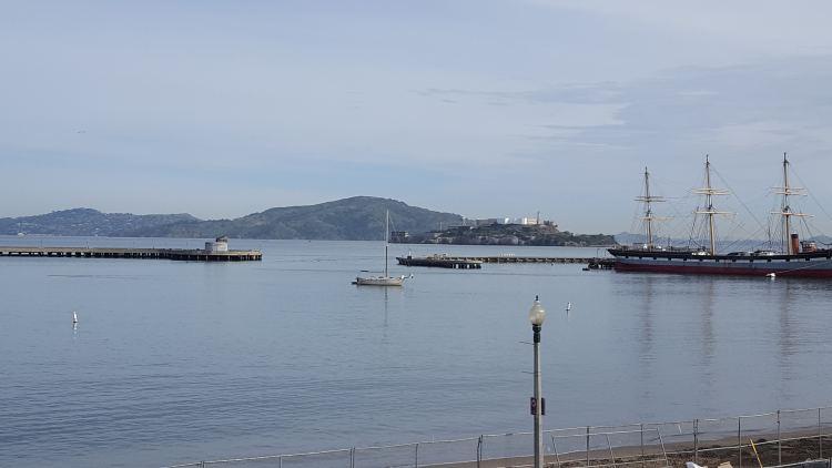 Alcatraz szigete a kikötőből