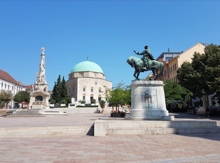Pécs látképét nagymértékben meghatározzák a török emlékek
