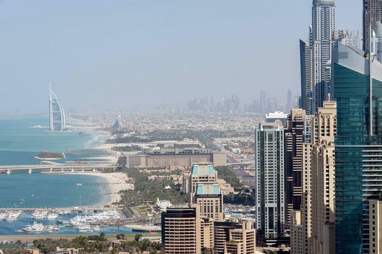 Dubajba megvalósítható a télből nyárba utazás