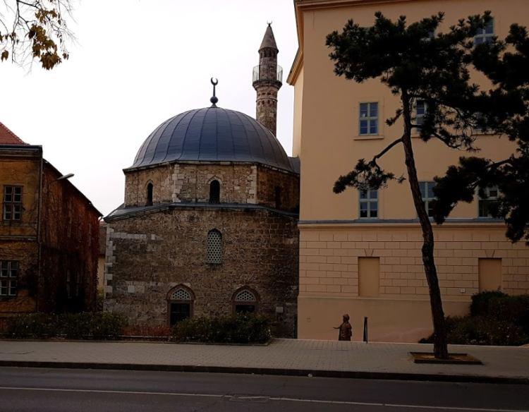 A dzsámi és a minaret szinte változatlan formában maradt meg