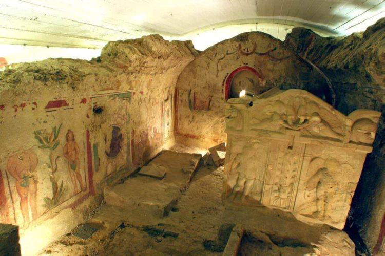 A sírkamrákba temetkeztek a város ókeresztény lakói