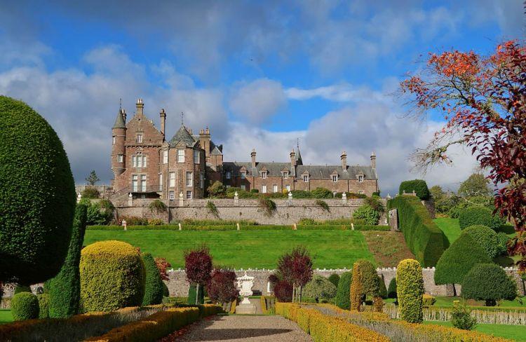 A kastély szintén a kertjéről (is) híres