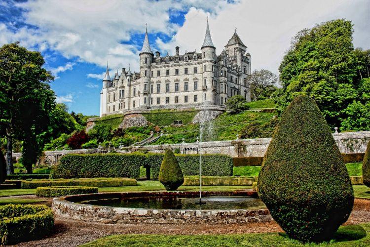 A kastélyhoz csodaszép francia kert is tartozik
