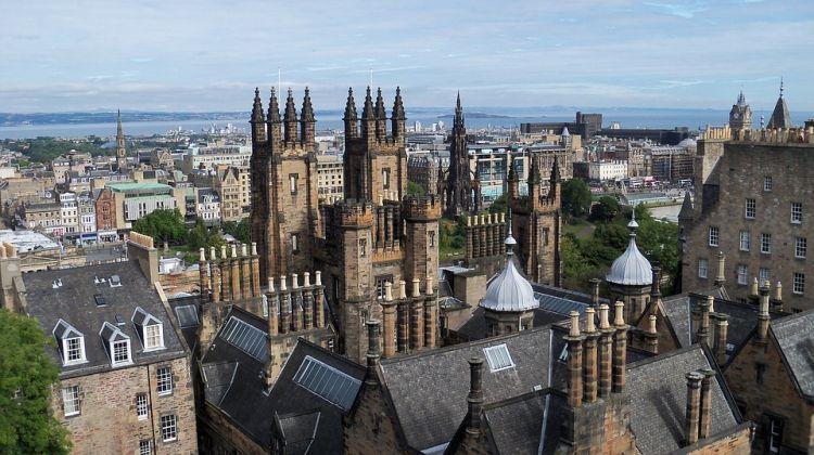 Edinburgh látképe, előtérben a katedrális