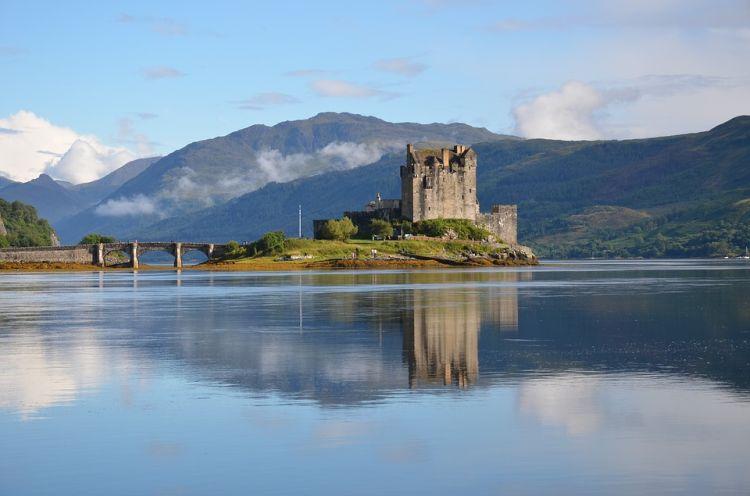 A vár egy kis szigetre épült