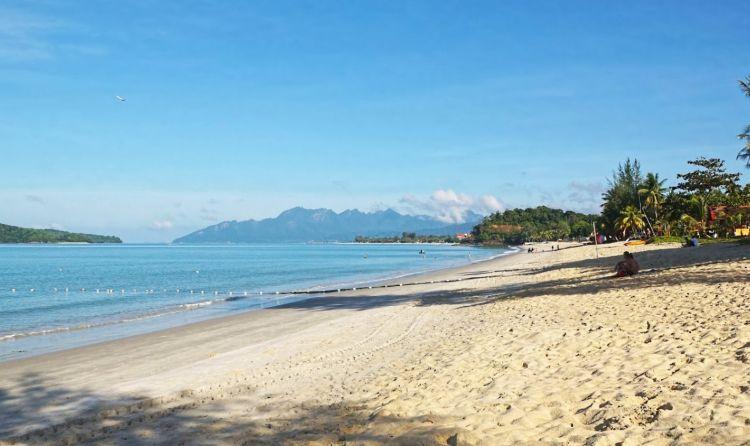 Cenangtól délre folytatódik a szép tengerpart